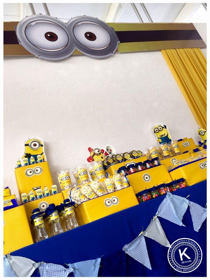 Mesa de dulces   candy bar   cumpleaños   minions   dulces   salado   fiesta   amarillo   azul   backdrop   www.beKUUKI.com