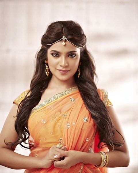 Aathmika is a indian film actress she first movie with famous  hihop tamila aadhi . Meesamuruku is a first movie of Aathmika . aadhi ...