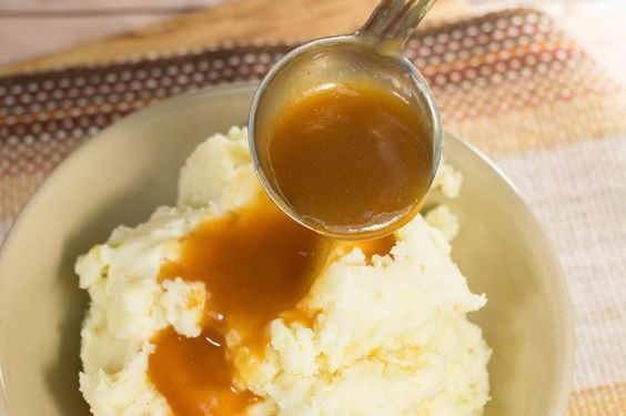 Gluten Free Simple Brown Gravy | This easy gravy recipe goes great with any mashed potatoes recipe you try, as well as turkey and chicken.