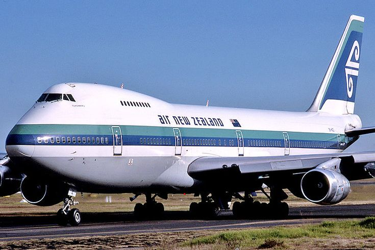 "Air New Zealand Boeing 747-219B ZK-NZZ ""Tokomaru"" taxiing at Sydney-Kingsford Smith, June 1988. (Photo: Daniel Tanner)"