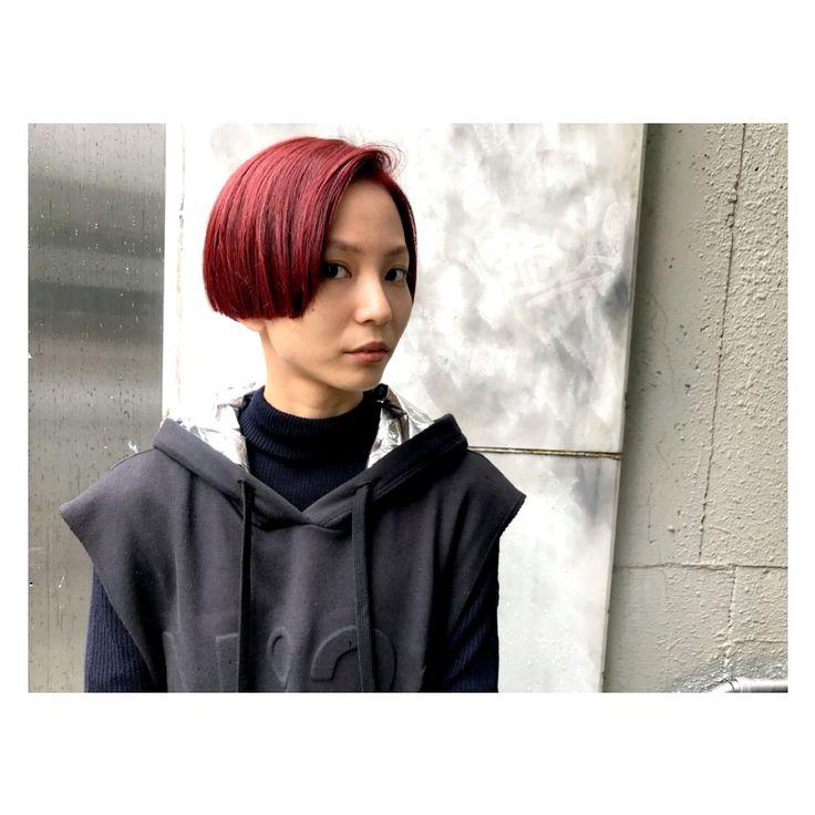 いいね!68件、コメント3件 ― KARINさん(@xxkarinxoxo)のInstagramアカウント: 「▶︎▶︎▶︎✂︎. . 真っ赤な髪色から1カ月後。 . ほんのり残った赤みを生かしつつ 消すようにカラーリング。 . 濃いブルーグレーを入れて グレーバイオレットに。 . . 刈り上げ0㎜。…」