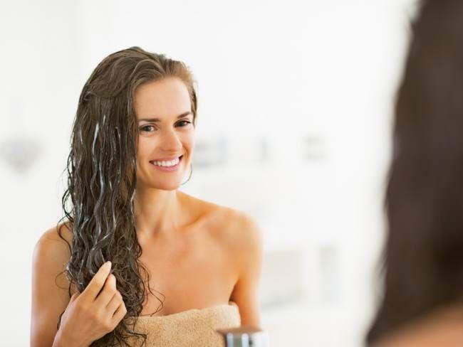 No dejes de probar esta crema para peinar casera que controla el frizz y deja tu melena luminosa. ¡Te encantará!