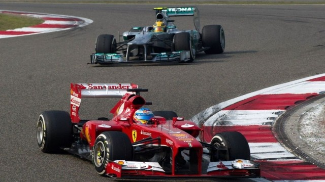 Trece carreras después, el español vuelve a ganar un Gran Premio, el 31º de su currículo ● Kimi Raikkonen termina segundo y Lewis Hamilton tercero ● Sebastian Vettel acaba cuarto y sigue líder del Mundial ● Mark Webber abandonó tras entrar en boxes, donde le apretaron mal un neumático que perdió en mitad de la carrera ● El australiano, penalizado con la pérdida de tres puestos en la parrilla de la próxima carrera (Bahréin) por provocar un accidente