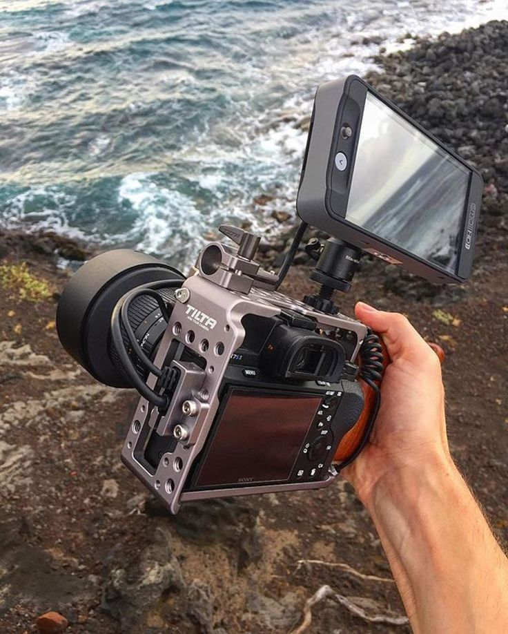 Holding on lil fella!  Love this #sweet Sony A7SII setup by @endurefilms