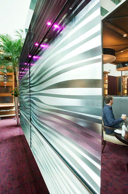Wasserspiel für die Brasserie Roux vor, Sofitel Hotel, Heathrow Terminal 5
