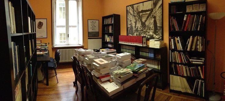 Quando i #libri non sappiamo più dove metterli, succede che le riunioni non sappiamo più dove farle...