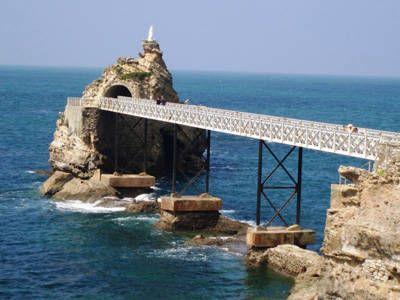 BIARRITZ ... LO SCOGLIO DELLA VERGINA' ... http://www.iviaggidelgoloso.net/2014/05/biarritz-tra-oceano-golosita.html