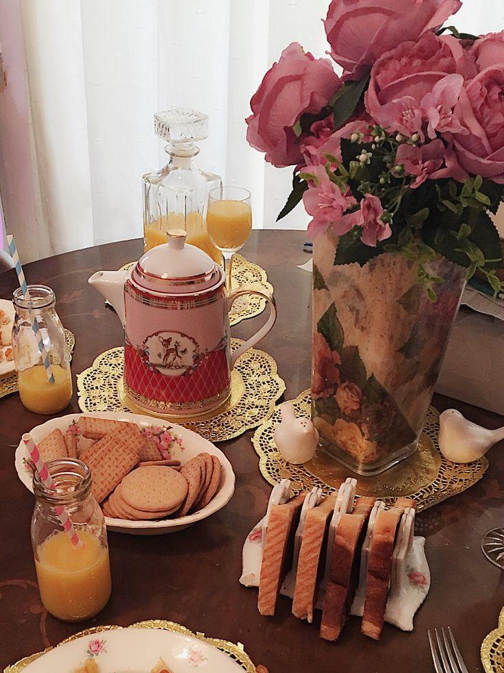 Wu and Wu Teapot @ breakfast :)