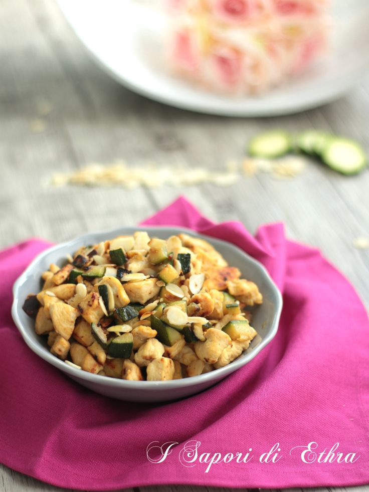 Chicken with almonds and zucchini... Light but delicious