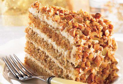 Inspiré des saveurs et des textures du tiramisu, un beau gâteau étagé à la fois moelleux et croquant, avec un arôme de café irrésistible et une garniture divinement onctueuse. Un dessert de Noël absolument parfait!