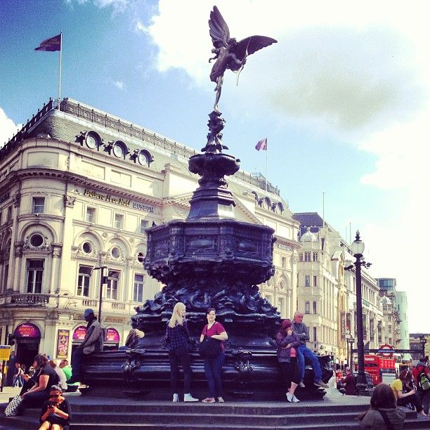Take a breather at Piccadilly Circus!