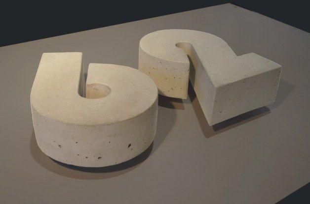 Hausnummern - BAUHAUS BETON Hausnummer 19cm Versalhöhe - ein Designerstück von concrete-beton-design bei DaWanda