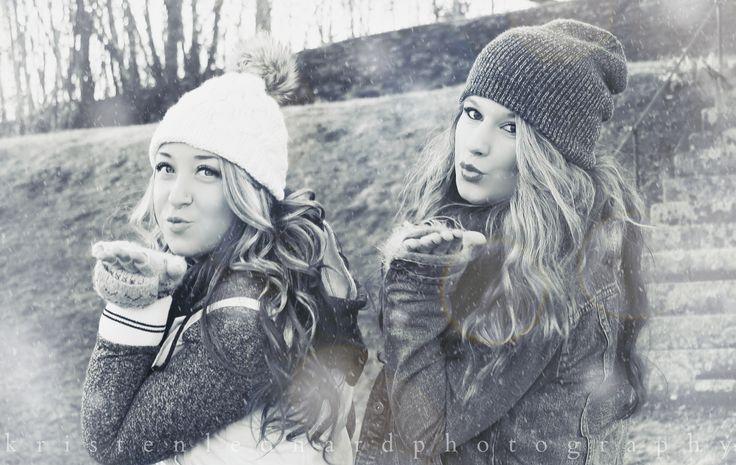 Winter portraits, best friends fun photoshoot, Kristen Leonard Photography