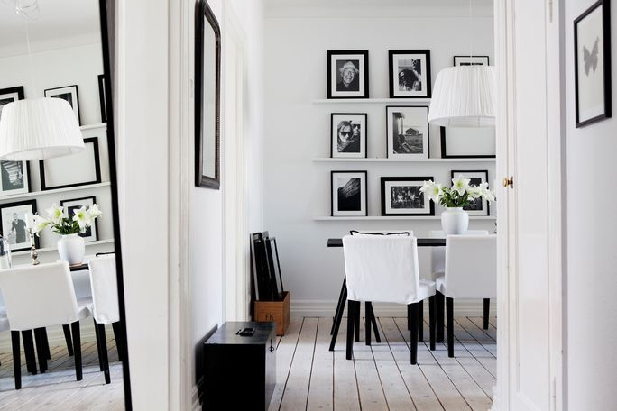 Frames: Dining Room, Black White Photography, Pictures Display, Black And White, Pictures This, White Decor, Gallery Wall, White Interiors, Pictures Frames