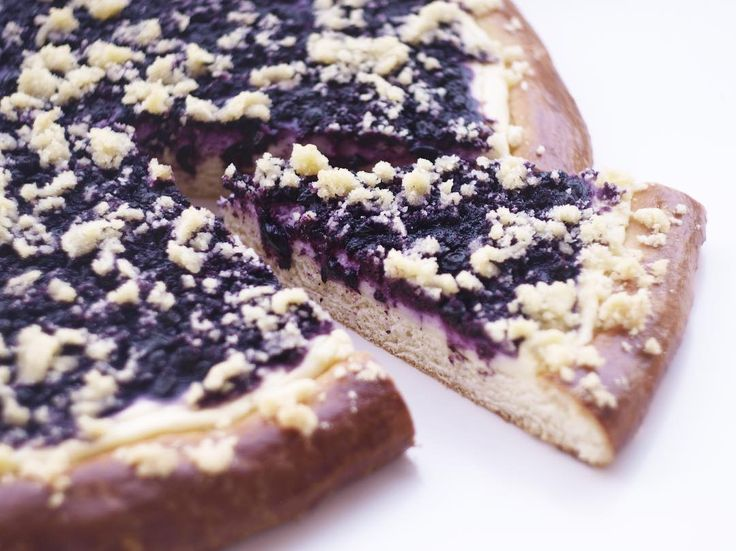 Borůvkový kynutý koláč s tvarohem a drobenkou a já vám přejeme krásné dobré ráno. #blueberry#pie#boruvky#boruvkovykolac#frgal#kynutykolac#bakesofjane#breakfast#goodmorning#dobrerano#dobrouchut