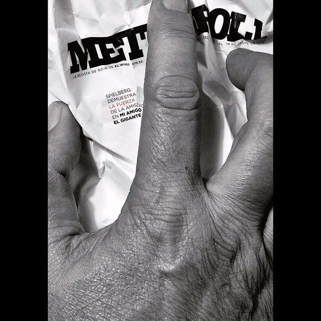 MI AMIGO EL GIGANTE, una película de Spielberg. Fotografia de José María Presa. Portada de METRÓPOLI (El Mundo).