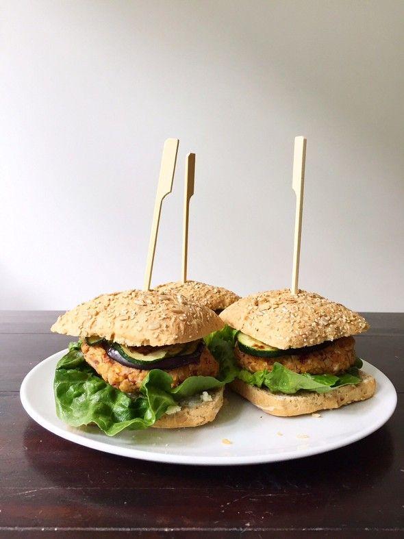 vegetarische bonenburger met feta