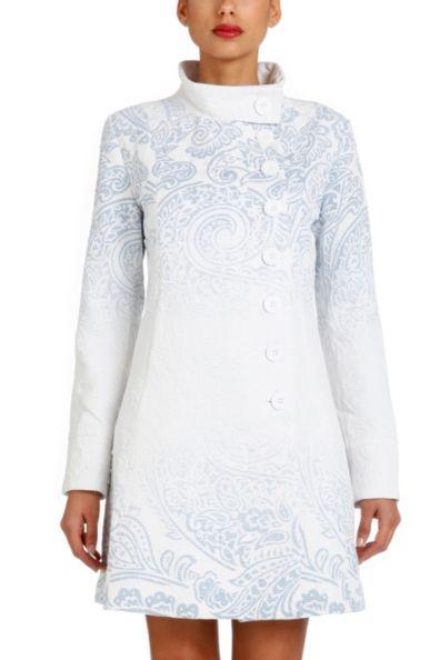 Casaco Desigual Vicky. Composição do Tecido externo 63% polyester, 31% cotton e 6% viscose. Tecido interno 100% polyester.