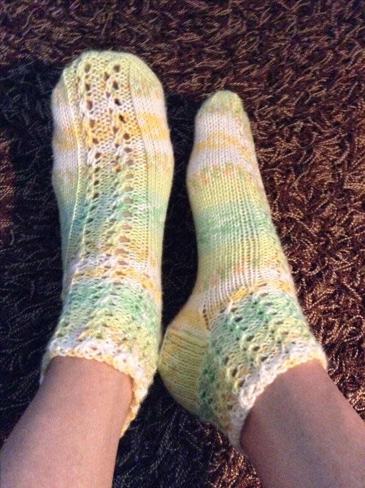 Kesäiset sukat, pitsineule muurahaisenpolkua