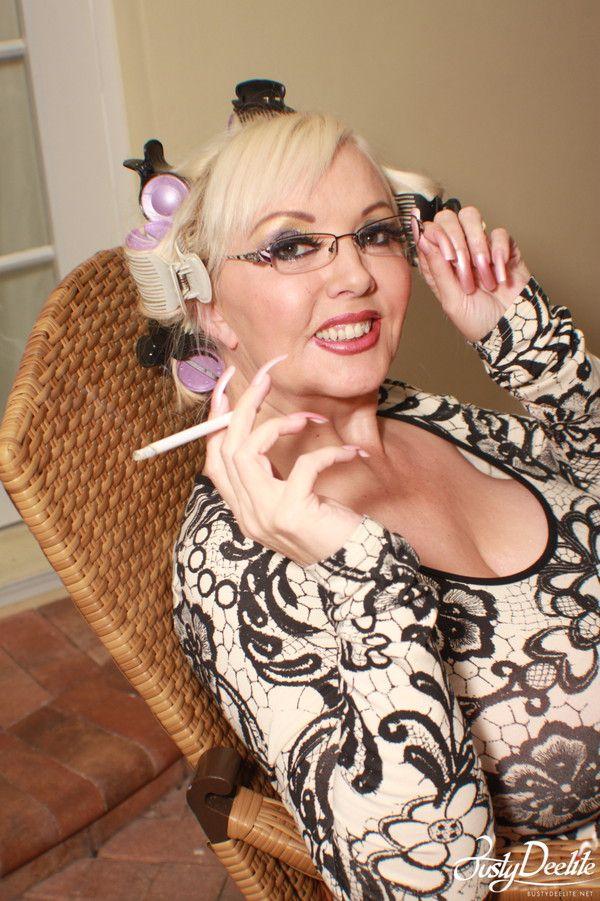 Pin by Andi on Busty Deelite | Sexy, Women, Mothers love