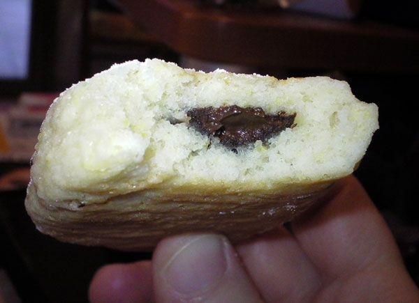 Biscotto di pasta frolla ripieno di cioccolato fondente, ecco la ricetta http://www.milady-zine.net/biscotti-di-pasta-frolla-ripieni-di-cioccolato-o-mele/