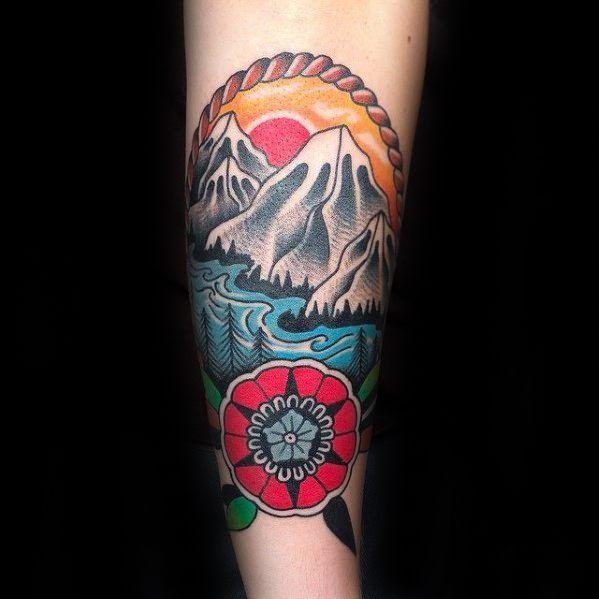 40 Traditionelle Berg Tattoo Designs Fur Manner Old School Ink Ideen Mann Stil Tattoo Traditional Tattoo Tattoo Designs Men Tattoos For Guys