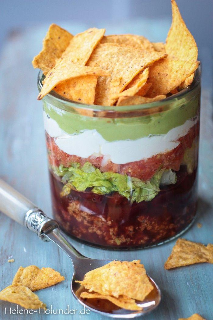 Taco Salat im Glas ganz vegan und der Hit auf jeder Party. Mal ganz anderes Fingerfood. Noch mehr tolle Rezepte gibt es auf www.Spaaz.de