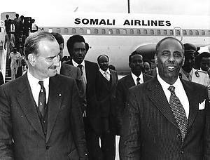 President Siad Barre van Somalie is dinsdagmorgen voor een tweedags staatsbezoek aan ons land op Schiphol aangekomen.