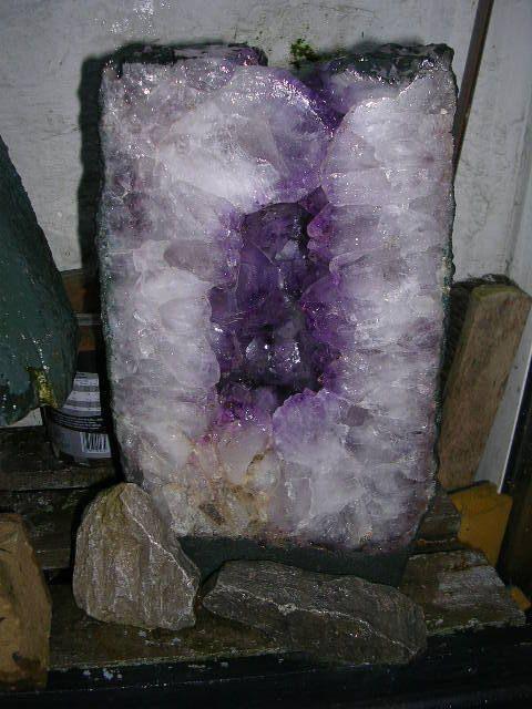 mineraux pierre semi-précieuse , geode amethyste de 15,300kg