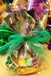 Mardi Gras - Mini King Cake Gift