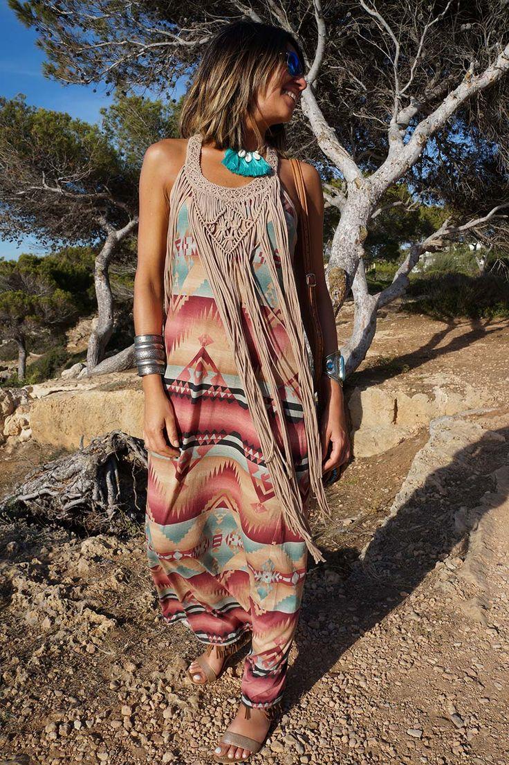 Style Boho con un estampado en tonos muy tribales  El diseño con los flecos en el escote fan el toque genial a todo el conjunto