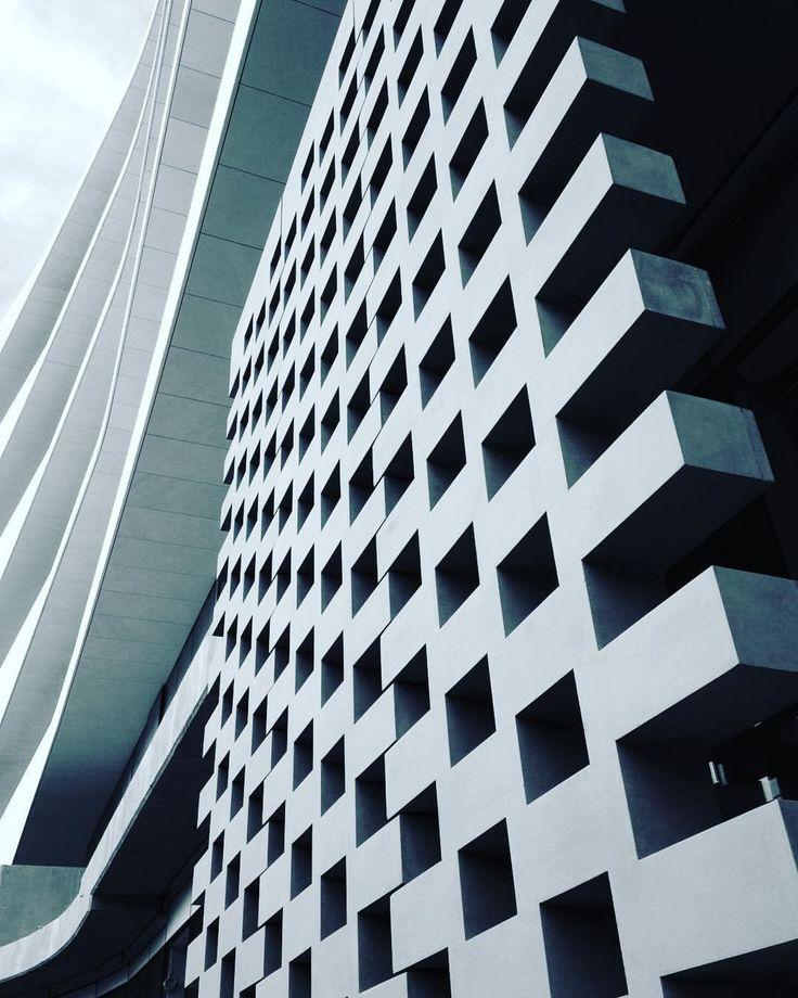 Innovative building skin. #facade #officebuilding #amazing #engineered #technique #minimal #skin #architecture #moderarchitecture #architecturelovers #architecturalphotography