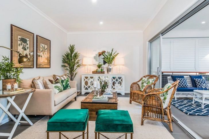 15 Fascinating Tropical Living Room Interior Style Ideas Dexorate In 2020 Tropical Living Room Retro Living Rooms Tropical Decor Living Room #tropical #decor #living #room