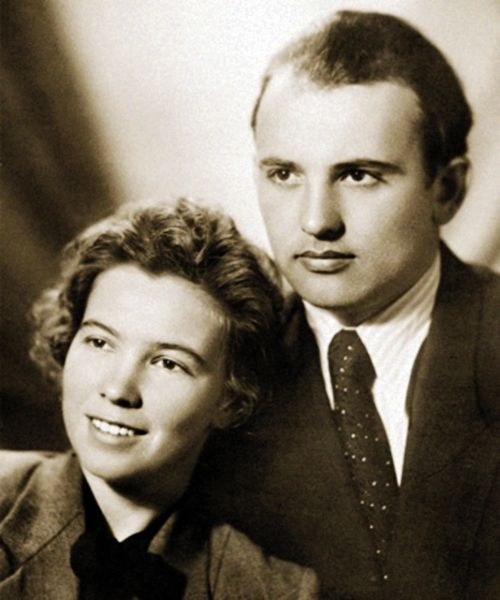 Студенты МГУ Раиса Титаренко и Михаил Горбачев накануне свадьбы, 1953 год.jpg