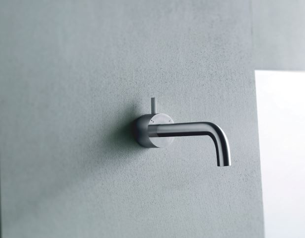 With a sleek, minimalist profile made from durable and beautiful stainless steel, AF/21 Fukasawa designed by Naoto Fukasawa for Fantini & Boffi's Aboutwater Collection is the ideal faucet for the modern kitchen or bathroom.