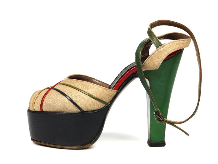 1946-1949 Platform shoes with green leather heels and canvas vamp with criss-cross color leather straps. Via Shoe-Icons.