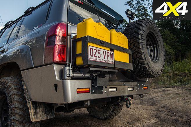 Nissan Patrol Optimizer 6500 V8 jerry cans