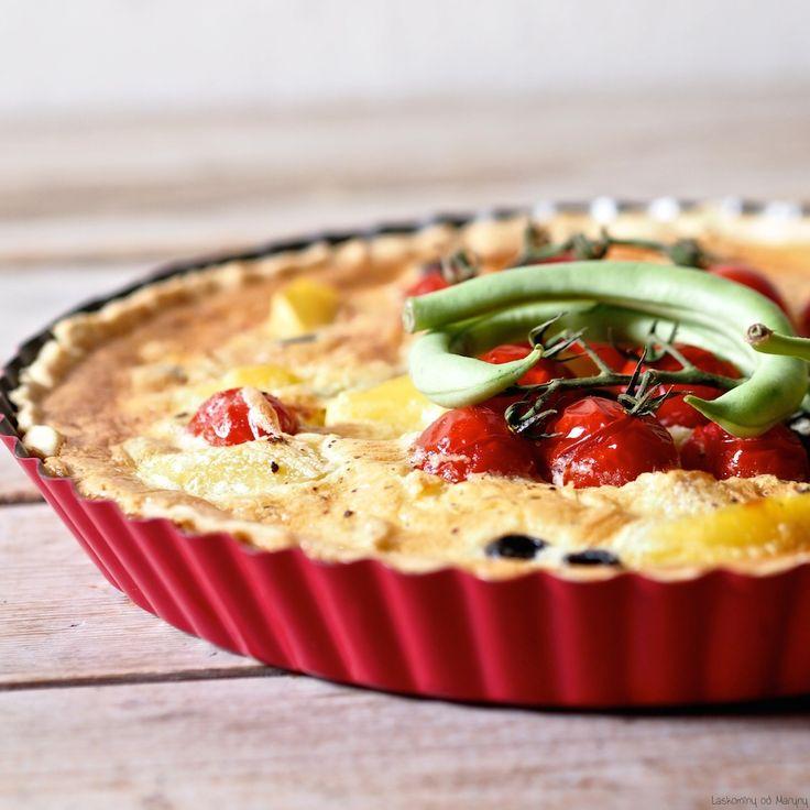 Quiche čili slaný koláč inspirovaný salátemNiçoise se zelenými fazolkami, olivami, bramborami a tuňákem.    Křehké těsto  200 ...