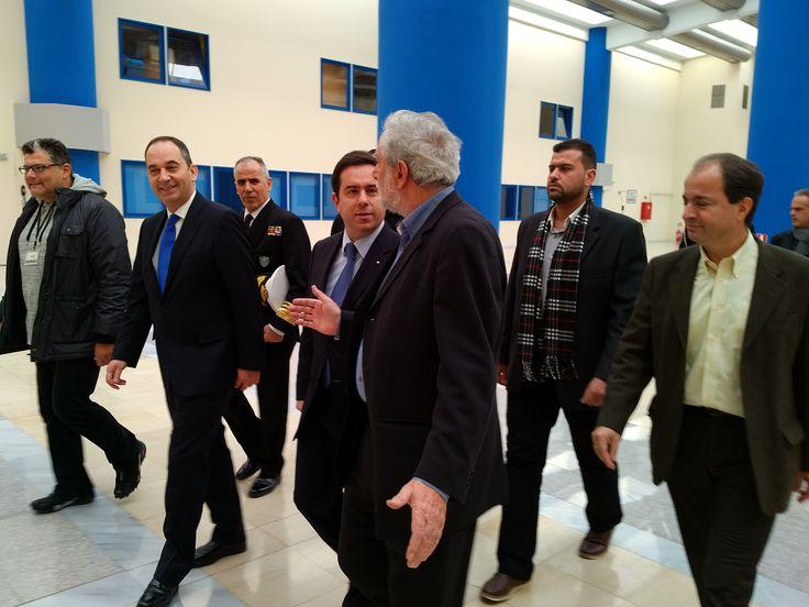 Ο Πρόεδρος της ΝΔ, Ι. Πλακιωτάκης και ο Τομεάρχης Ναυτιλίας και Αιγαίου της ΝΔ, Ν. Μηταράκης, με τον Υπουργό Ναυτιλίας και Αιγαίου, κ. Θ. Δρίτσα