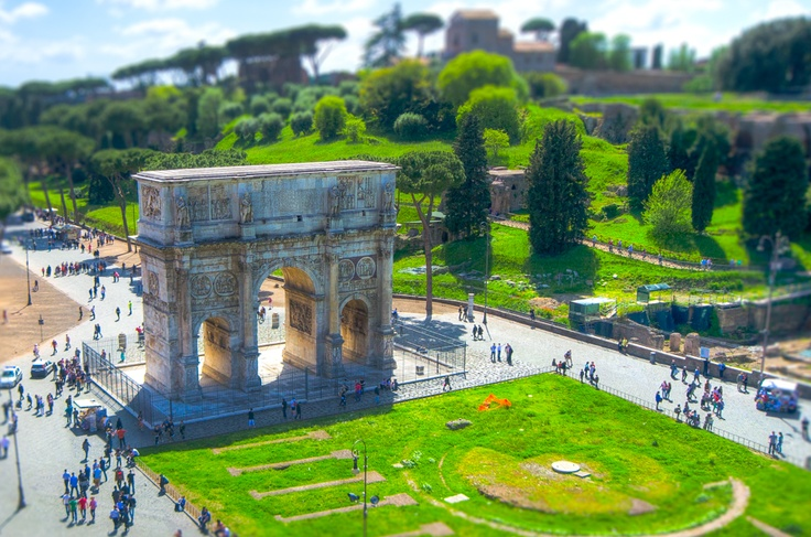 Arch of Constantine in Rome from above.