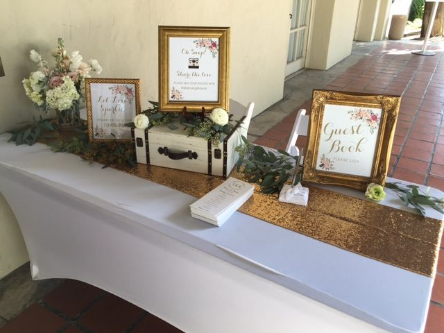 Gold tones for the registration table #kellogghouse #wedding #weddingreception…