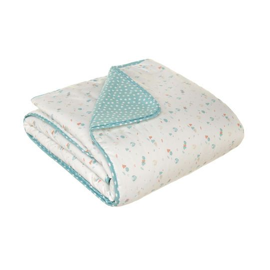 Reversible quilt with star pattern and owl design