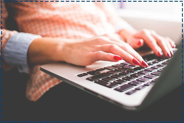 Jeśli pracujesz w pracy w większości przy komputerze, to wiesz, że od energicznego stukania w klawiaturę paznokcie mogą się rozdwajać. Pomoże odżywianie ich od środka - składników wzmacniających paznokcie dostarczy suplement diety Skrzypolen.