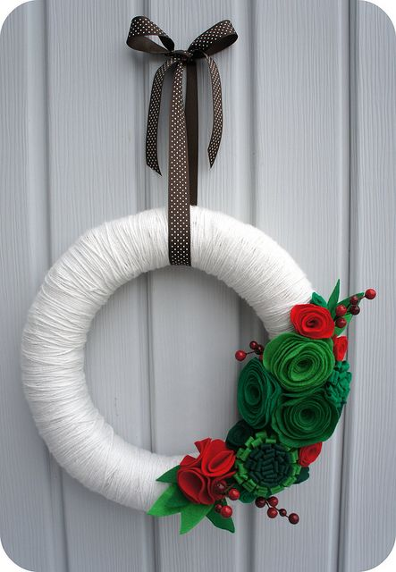 Felt Flower Wreath - A simple Christmas craft you can hang anywhere. From Cut to Pieces.