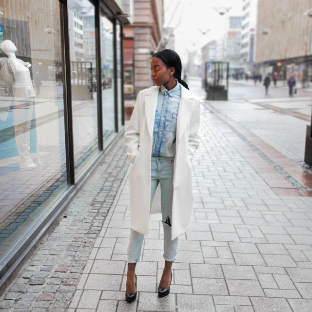I Skandinavien har vi en förkärlek för enkelhet och minimalism and we love it! Sylvie Mus har hittat balansen mellan denna minimalism & rockiga influenser.