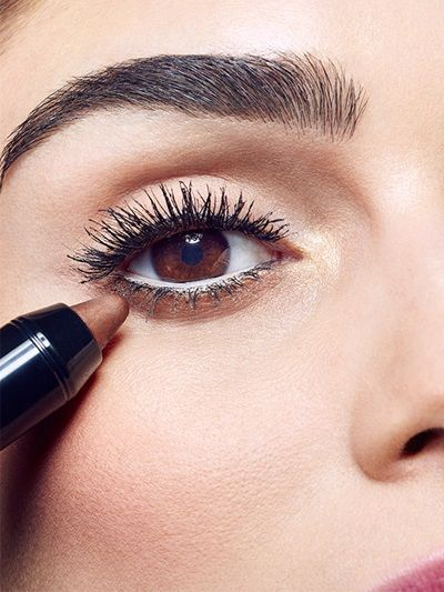Uncover up and learn how to get shimmering, gold smokey eyes with smudged waterline eyeliner and lush lashes in this Spring eyeshadow tutorial by Maybelline.
