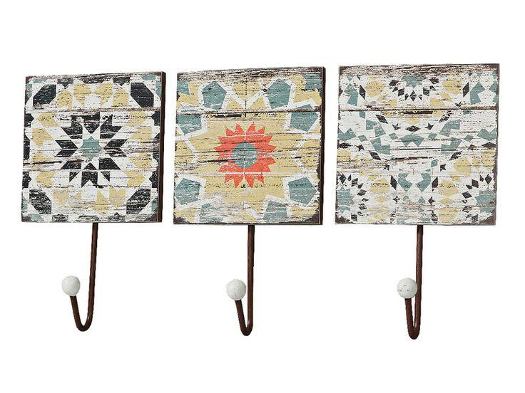 Set 3 cuiere colorate model Rho având înălţimea de 21 cm. Acest set constă in 3 cuiere distincte care se încadrează perfect pe peretele dumneavoastră