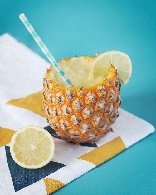 Pour vous rafraîchir en ce début de mois d'août une jolie photo de cocktail fruité par notre visionnaire @maloriebucciol avec la collaboration de @tinky_sweet.  Malorie est une étudiante passionnée et talentueuse en 2e année du parcours Photographie à l'École des Gobelins dont Olympus est partenaire. Photo : @maloriebucciol / #OlympusOMD E-M1 #cocktail #pinacolada #fresh #fruits #pineapple #ananas #fresh #fruit #colors #food #foodporn #drink #Zuiko #Olympus #MyOlympus #picoftheday…