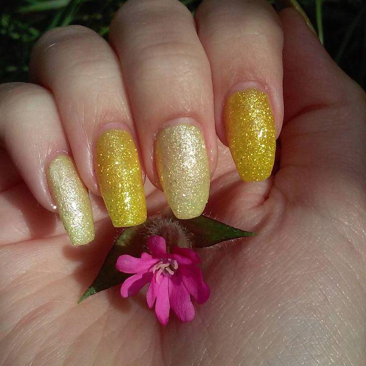 #sugarnails #texturepolish #yellownails #kynsikoristelut #instanails #nailsofintagram #notd #nailsoftheday #nails #nailstagram #nailart #nailartdesign #naildesign #sparklenails #pinkflower #sparklynails #glitternails #kesäkynnet #summernails #sommarnaglar #lumene #isadorasugarnails #punaailakki #redcampion
