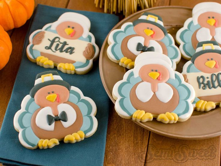 Decorate this pair of pilgrim turkey cookies using royal icing. Just in time for Thanksgiving. Free template and detailed instructions at the link.